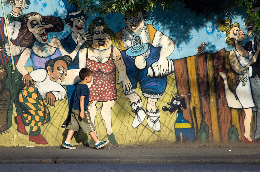 Loving Parents. Avenida Brasil, San-Telmo, Buenos Aires - Buenos-Aires-Murals-and-Walls-Argentina - Mike Reyfman Photography