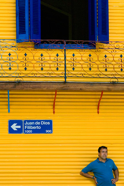 Blue and Yellow. Calle Juan de Dios Filiberto, La Boca, Buenos Aires - Buenos-Aires-Murals-and-Walls-Argentina - Mike Reyfman Photography