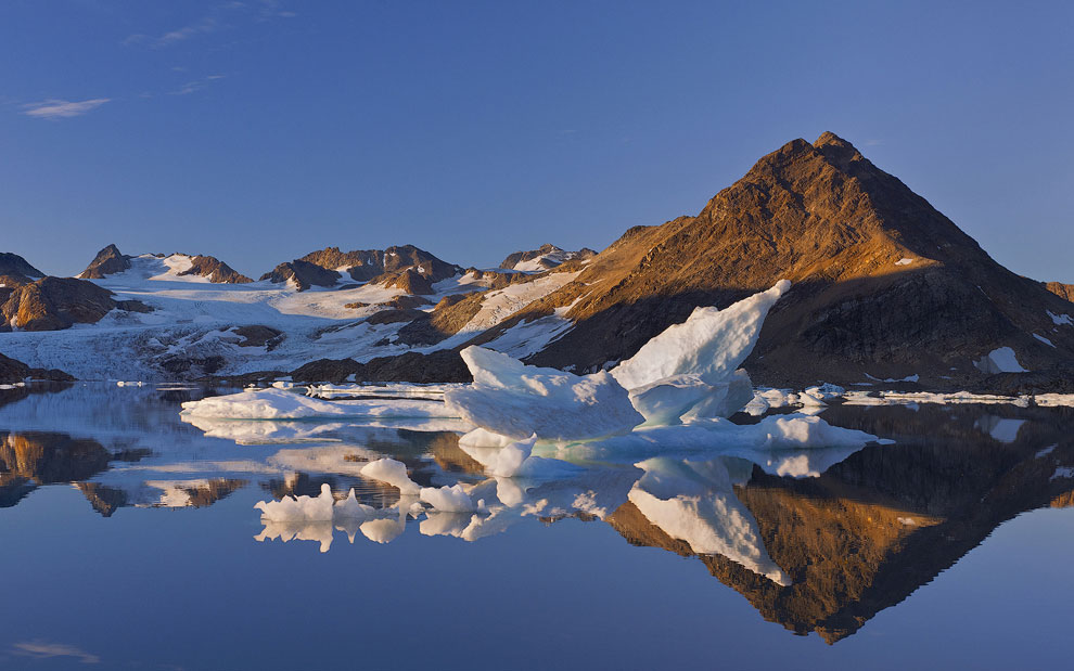 The tidewater Apusiaajik Glacier drains into the Torsuut Tunoq sound in its northernmost part. Southeastern Greenland.