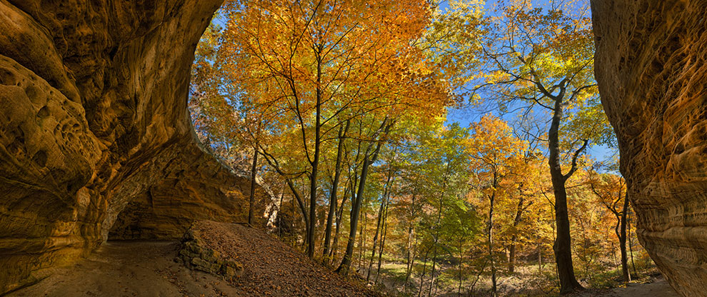 Fall Colors. Council Overhang. Starved Rock State Park, Illinois - Starved-Rock-State-Park-Illinois-USA - Mike Reyfman Photography