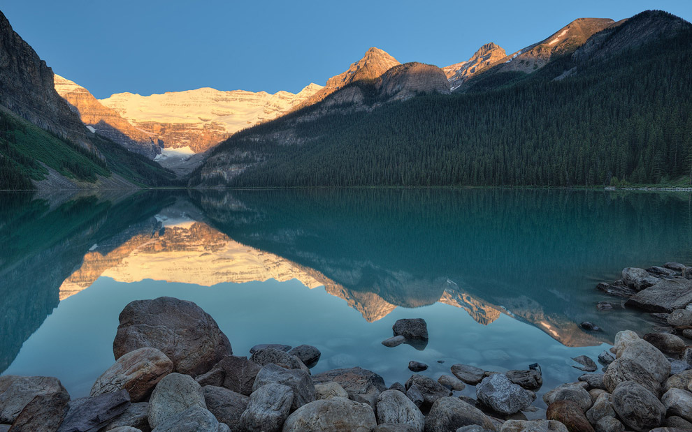 Sunrise at Lake Louise. Banff National Park, Alberta, Canada.