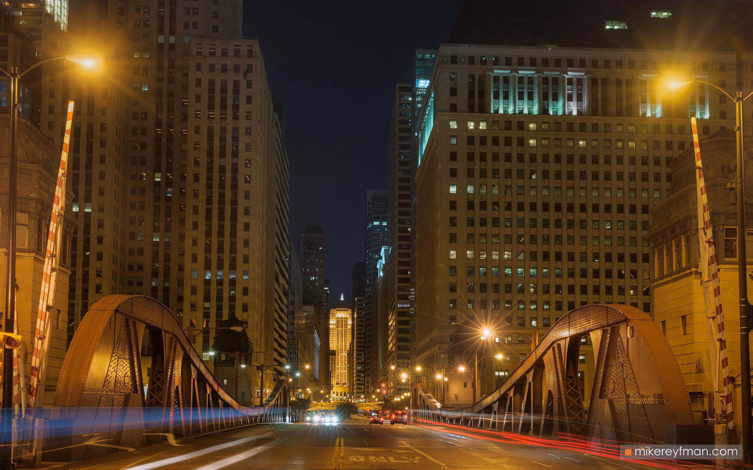 City at Night. Chicago, Illinois, USA. 057-CH1-M3X5775 - Chicago, USA: The