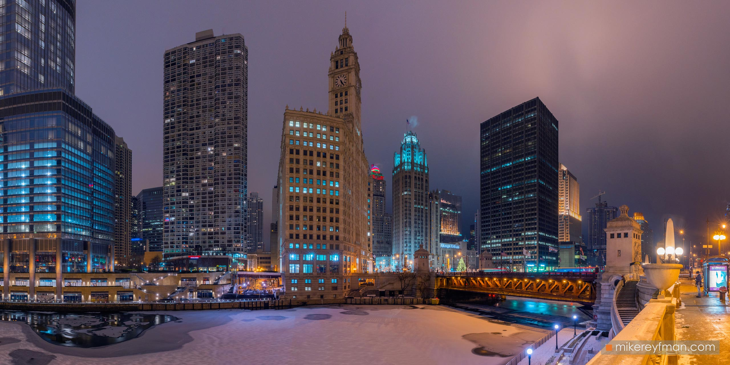 City at Night. Chicago, Illinois, USA. 067-CH1-D8C8148_Pano_1x2 - Chicago, USA: The