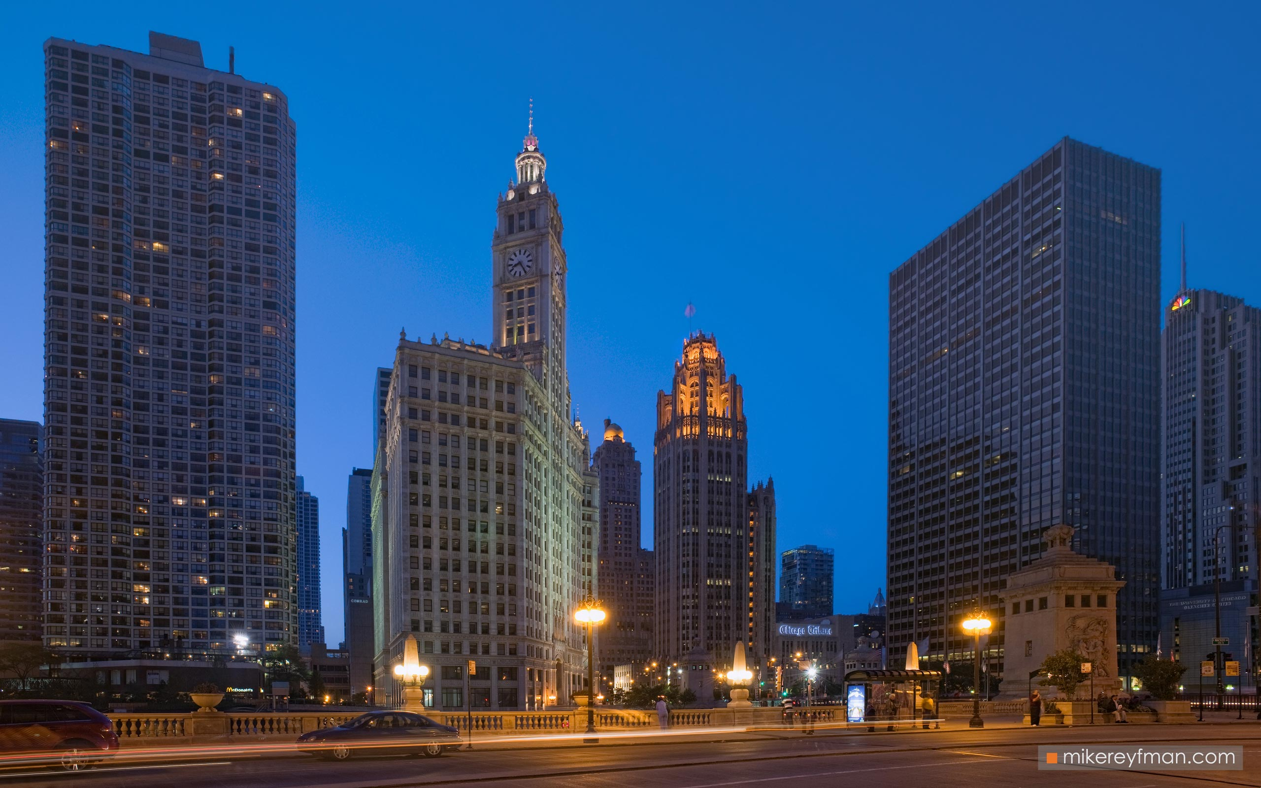 City at Night. Chicago, Illinois, USA. 073-CH1-M3X5738 - Chicago, USA: The