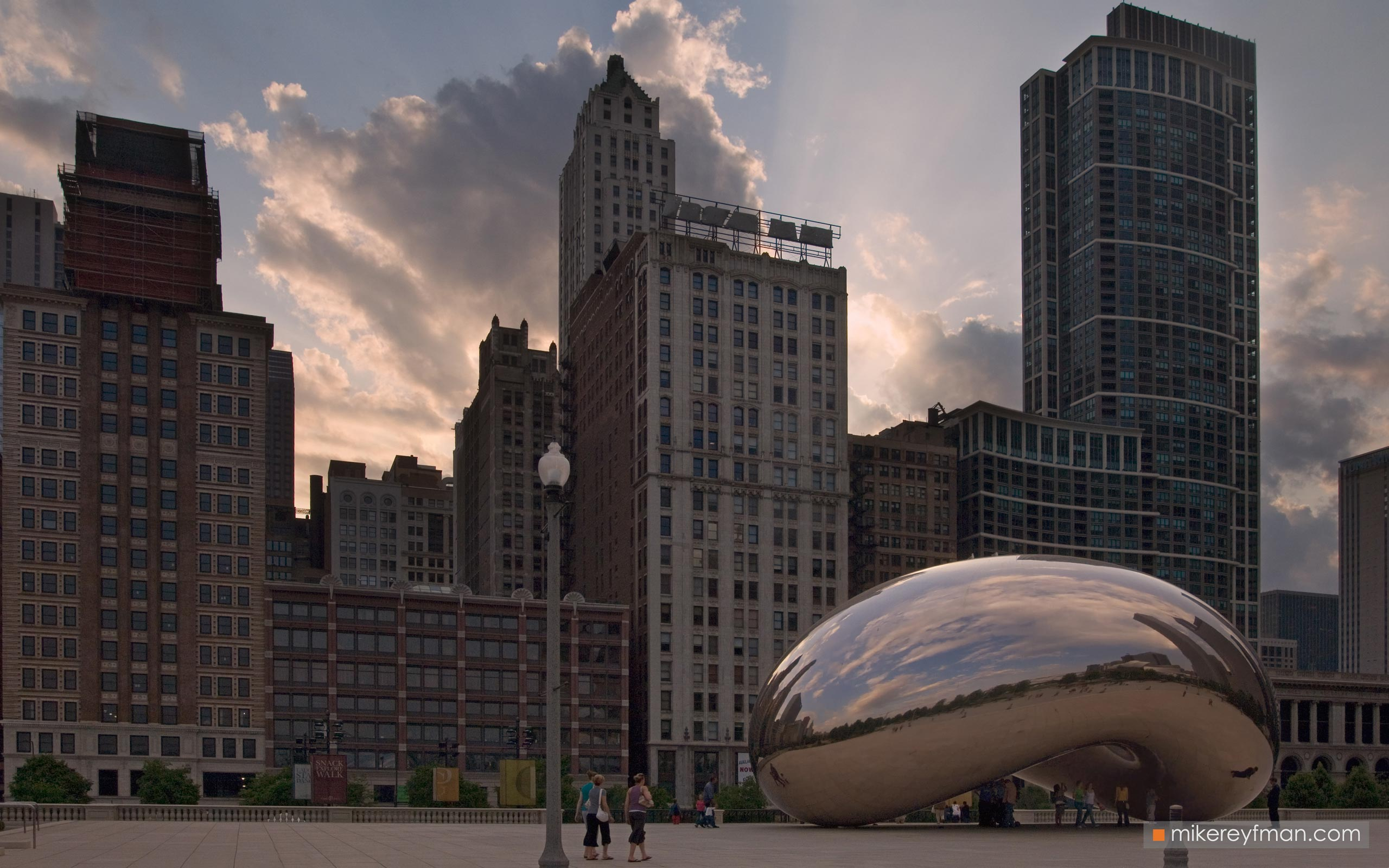 "Cloud Gate - ""The Bean"". Millennium Park, Chicago, Illinois, USA 093-CH1-MER7897 - Chicago, USA: The"