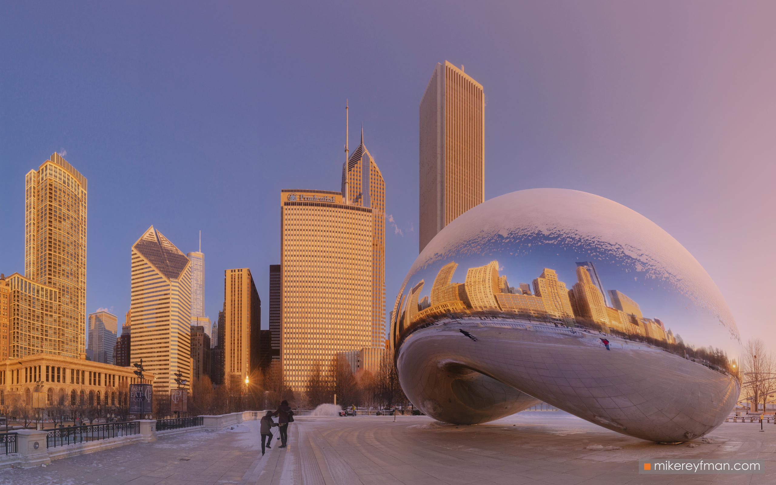 "Cloud Gate - ""The Bean"". Millennium Park, Chicago, Illinois, USA 095-CH1-D8C8301 - Chicago, USA: The"