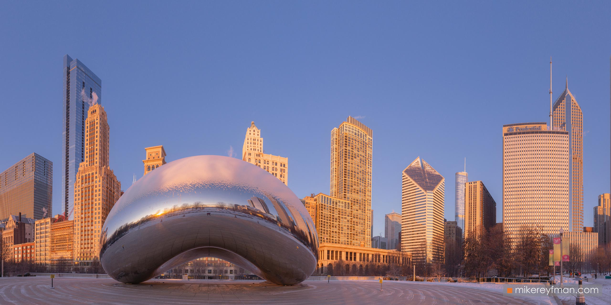 "Cloud Gate - ""The Bean"". Millennium Park, Chicago, Illinois, USA 096-CH1-D8C8239_Pano_1x2 - Chicago, USA: The"
