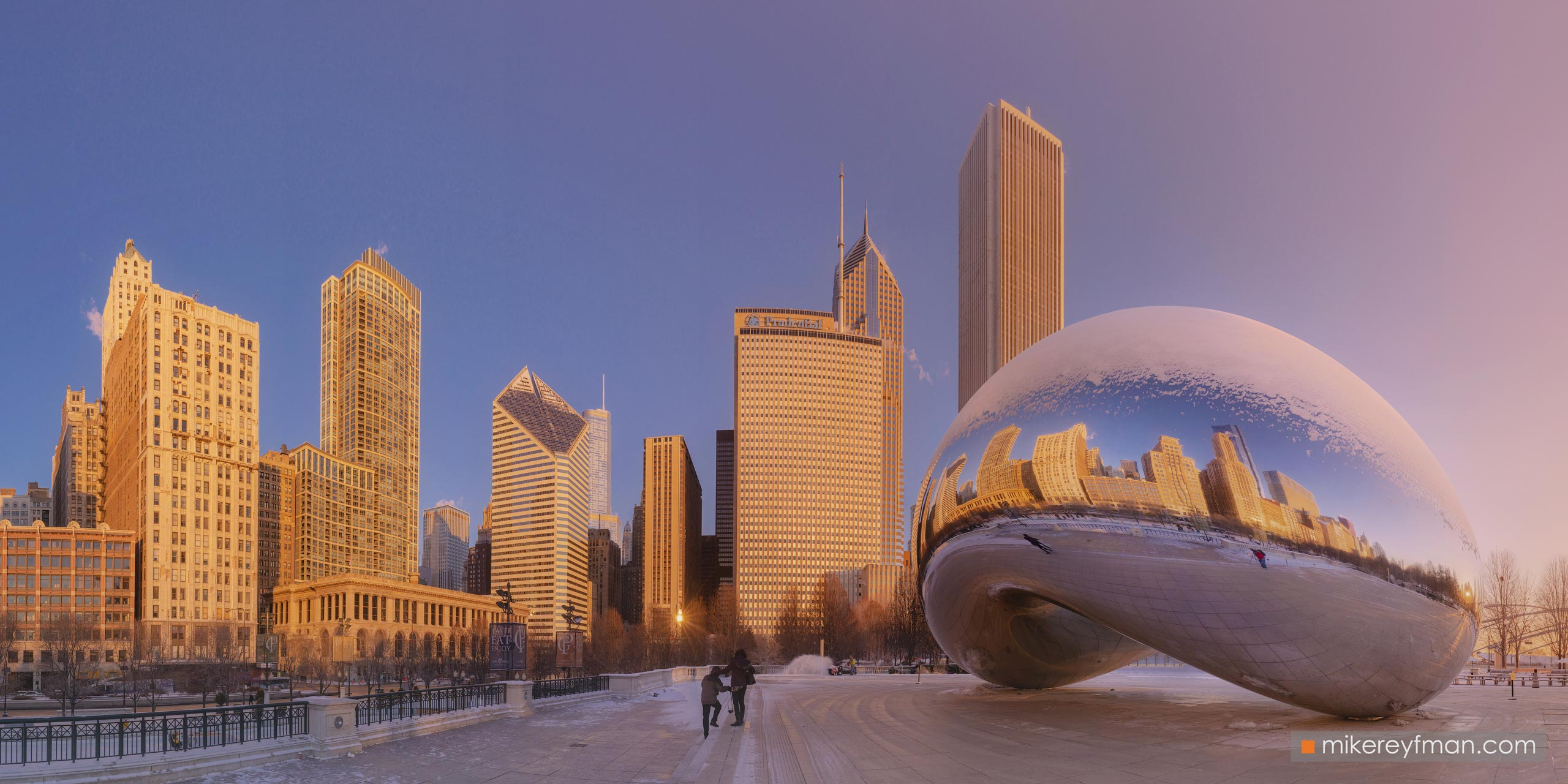 "Cloud Gate - ""The Bean"". Millennium Park, Chicago, Illinois, USA 097-CH1-D8C8301_Pano_1x2 - Chicago, USA: The"