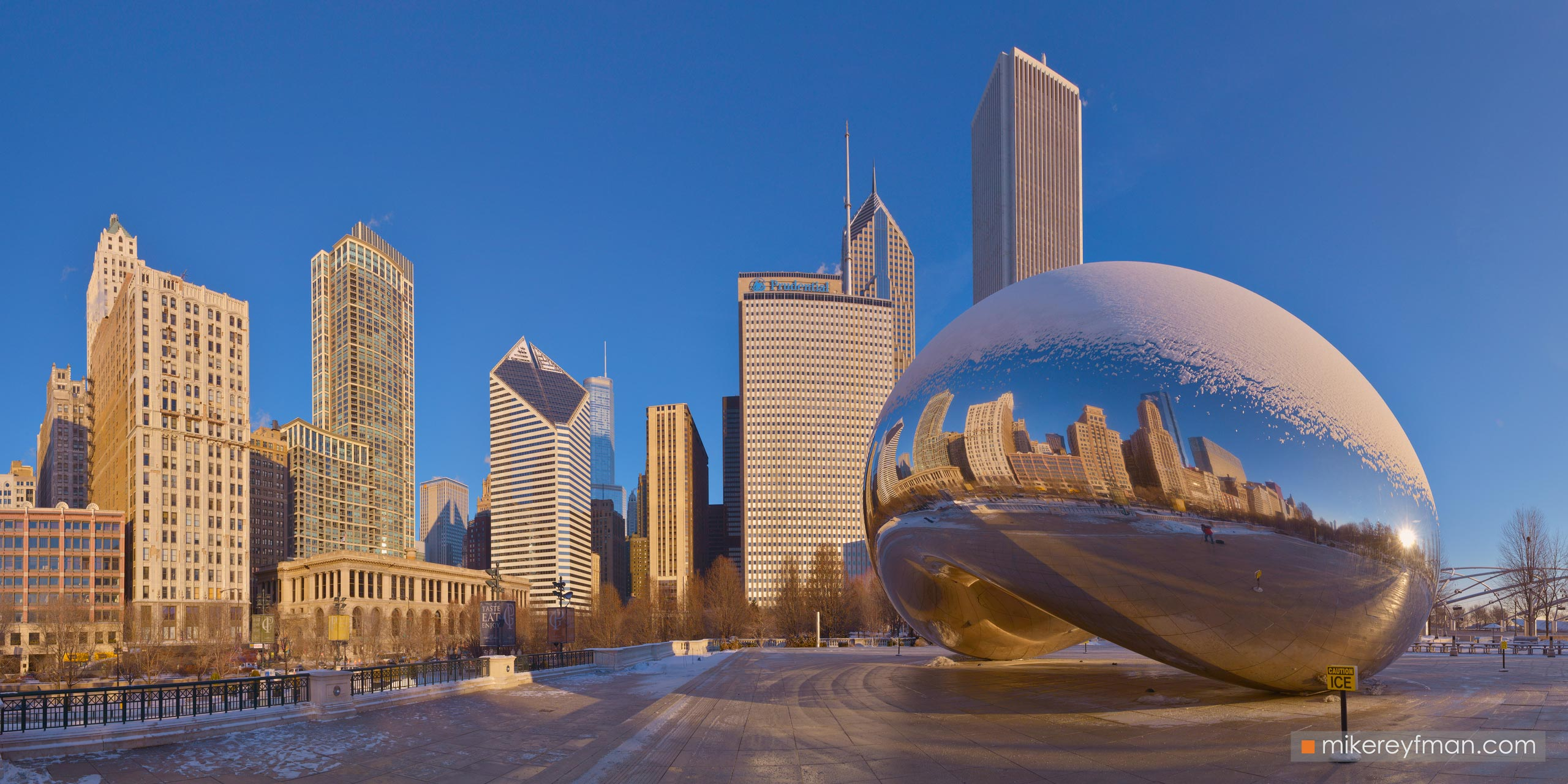 "Cloud Gate - ""The Bean"". Millennium Park, Chicago, Illinois, USA 098-CH1-D8C8405_Pano_1x2 - Chicago, USA: The"