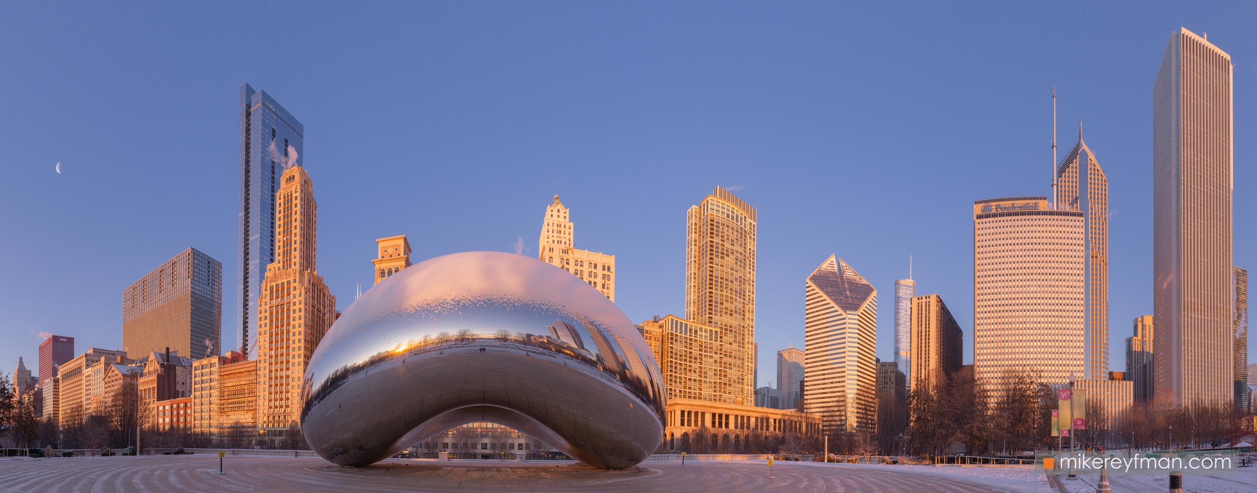 "Cloud Gate - ""The Bean"". Millennium Park, Chicago, Illinois, USA 101-CH1-D8C8239_Pano_1x2.55 - Chicago, USA: The"