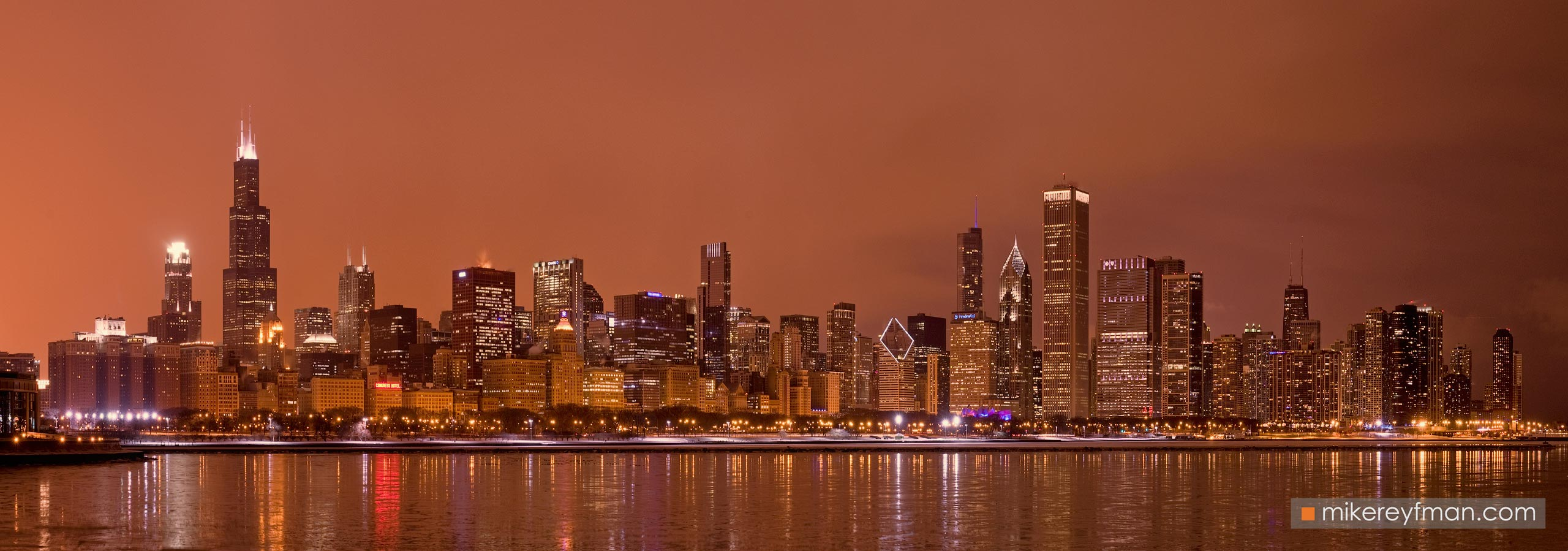 City at Night. Chicago, Illinois, USA. 105-CH1-O3X8715-19_Pano_1x3 - Chicago, USA: The