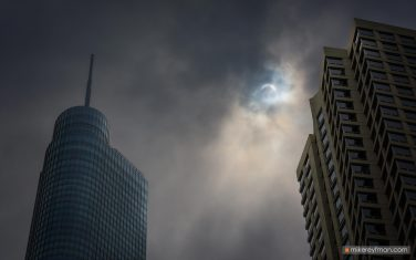 Sun-eclipse.-City-of-Chicago,-Illinois,-USA.