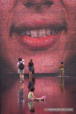 Crown-Fountain-@-Millennium-Park.-Chicago,-Illinois,-USA.
