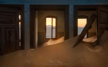 KN1-MR10N1288 Sands of Time. Kolmanskop Ghost town, Namib Desert, Southern Namibia.