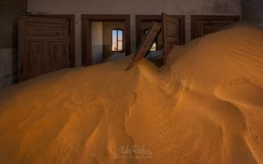 KN1-MR10N1427 Sands of Time. Kolmanskop Ghost town, Namib Desert, Southern Namibia.
