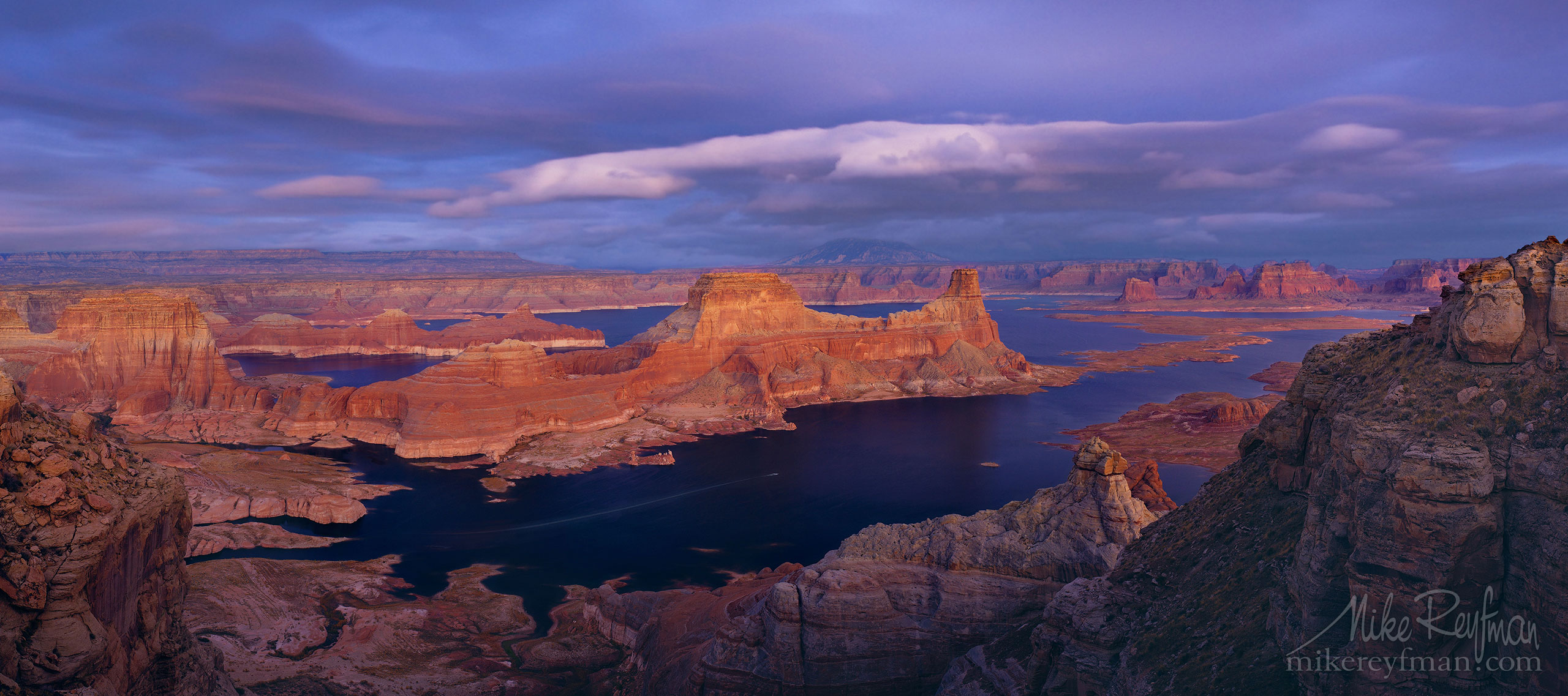 Romana Mesa, Alstrom Point. Gunsight Butte in Padre Bay. Lake Powell, Glen Canyon NRA, Uta/Arizona, USA. 017-LP3_Alstrom-Point_Pano_1x2.25.jpg - Lake Powell, Glen Canyon NAR. Colorado and Sun Juan Rivers. Utah/Arizona, USA  - Mike Reyfman Photography