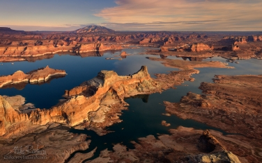 Romana-Mesa,-Alstrom-Point.-Gunsight-Butte-in-Padre-Bay-and-Navajo-Mountain.-Lake-Powell,-Glen-Canyon-NRA,-Uta/Arizona,-USA.-Aerial.