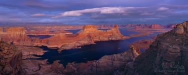 Romana-Mesa,-Alstrom-Point.-Gunsight-Butte-in-Padre-Bay.-Lake-Powell,-Glen-Canyon-NRA,-Uta/Arizona,-USA.