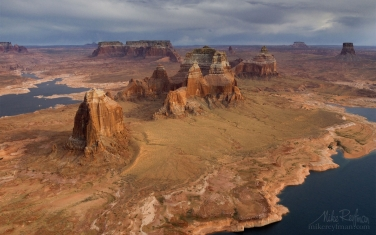 Dominguez-and-Boundary-Buttes-with-Tower-Butte-in-the-distance.-South-Side-of-Padre-Bay.-Lake-Powell,-Glen-Canyon-NRA,-Utah/Arizona,-USA.-Aerial.