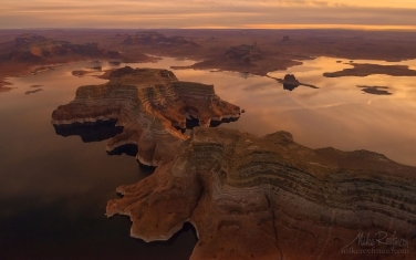 Kane-Point-and-Padre-Butte.-Glen-Canyon-NRA,-Lake-Powell,-Utah/Arizona,-USA.-Aerial