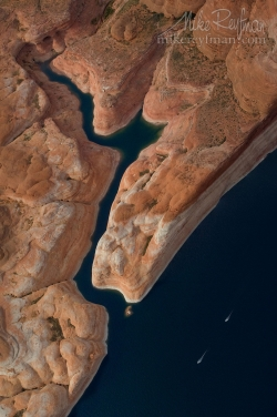 Jet-Skis-Race-Past-the-Mouth-of-Narrow-Side-Canyon.-Glen-Canyon-NRA,-Lake-Powell,-Utah/Arizona,-US.-Aerial.