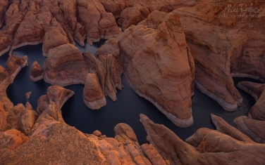 Forbidden-Canyon,-Lake-Powell,-Glen-Canyon-NRA.-Uta/Arizona,-USA.-Aerial