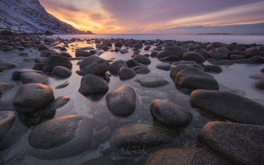 Round-boulders-on-Utakleiv-beach-at-sunset.-Vestvagoy,-Lofoten-Islands,-Norway