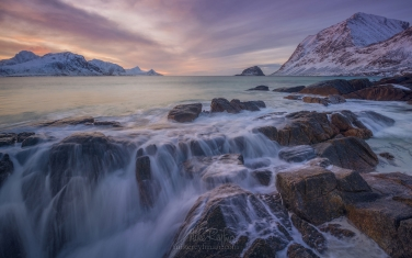 Haukalnd-beach-in-winter.-Vestvagoy,-Lofoten-Islands,-Norway