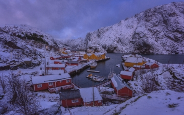 Historic-fishing-town-of-Nusfjord.-Flakstadoya,-Lofoten-archipelago,-Norway