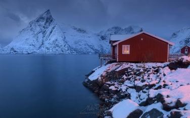 LF-MRD1E0973 Toppoy Rorbuer and Olstinden mountain peak. Reine, Moskenes, Lofoten archipelago, Norway