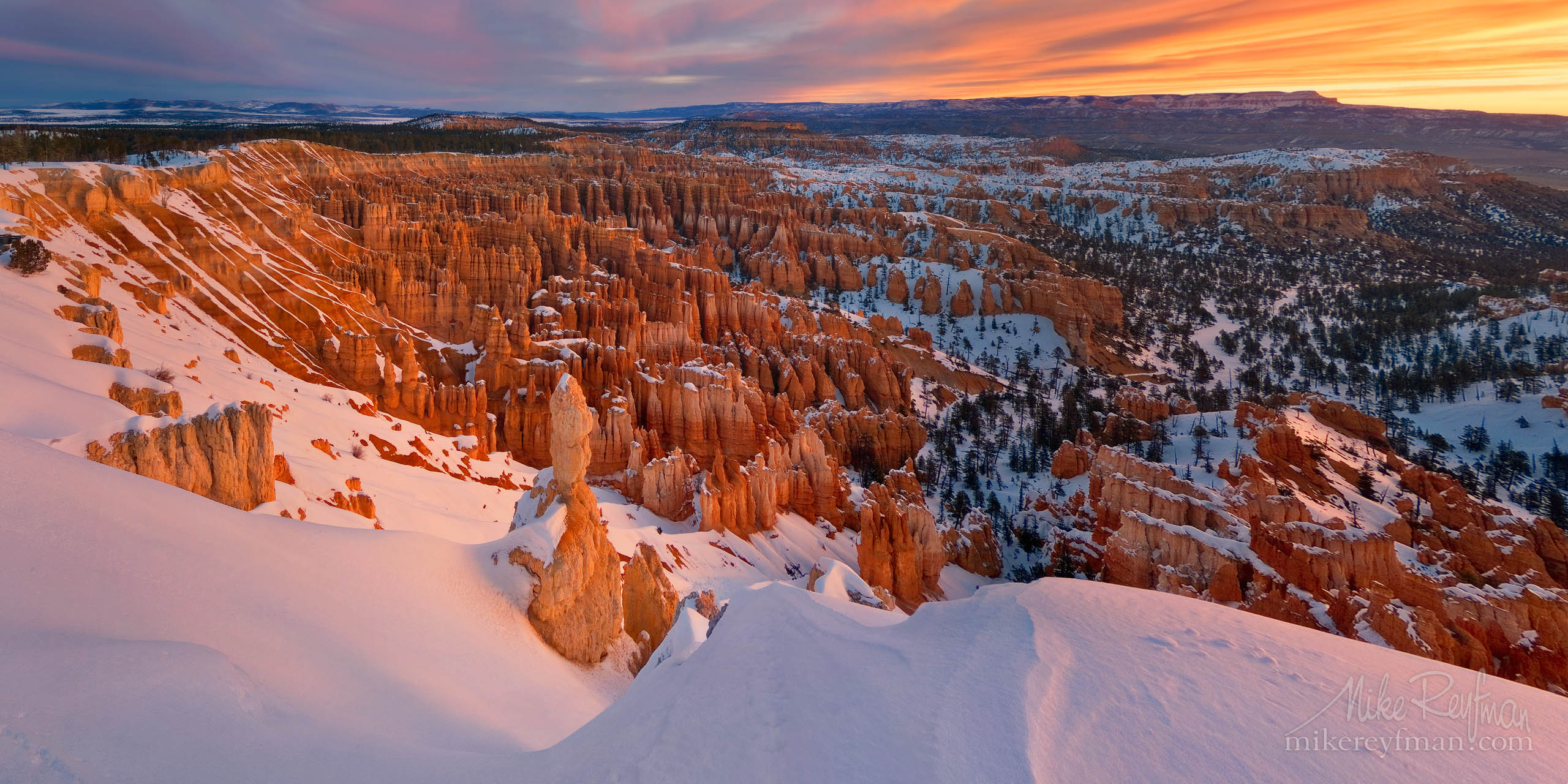 Inspiration Point at sunrise. Bryce Canyon National Park, Utah, USA. P12-MR6024-27-Pano - Selected panoramic images with 2:1 aspect ratio - Mike Reyfman Photography