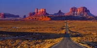 The-classic-road-picture-from-US-163-approaching-Monument-Valley-Pass-from-the-north.-Utah/Arizona-border,-USA