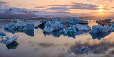 Sunset-at-Jokulsarlon-Glacial-Lagoon,-Iceland