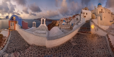 Town-of-Oia-and-Aegean-Sea-at-sunrice.-Hotel-Aspaki.-Santorini,-Greece.