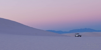 White-Sands-National-Monument,-New-Mexico.-Jeep-Wrangler-(1:18-)-model.