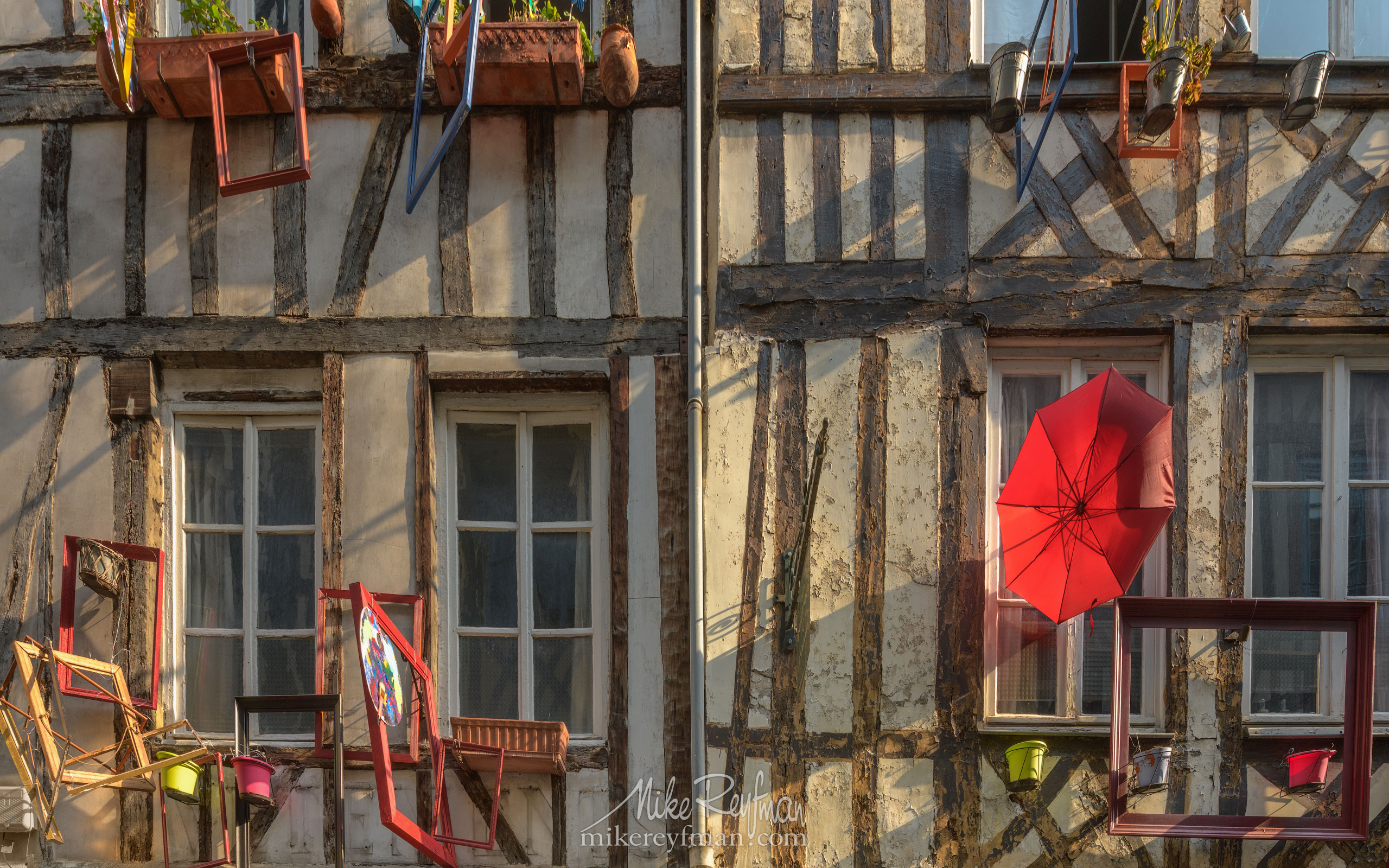 Rouen, Normandy, France FR1-MR50A0483 - Symmetries and Beyond. Random photos. France. - Mike Reyfman Photography