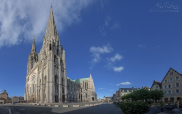 Chartres-Cathedral-or-Cathedral-of-Our-Lady-of-Chartres-(Cathédrale-Notre-Dame-de-Chartres),-Chartres,-France