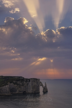 Arch-Porte-d'Aval-and-L'Aiguille---the-Needle-at-sunset.-Cote-d'Albatre-–-The-Alabaster-Coast.-Ertretat,-Normandy,-France