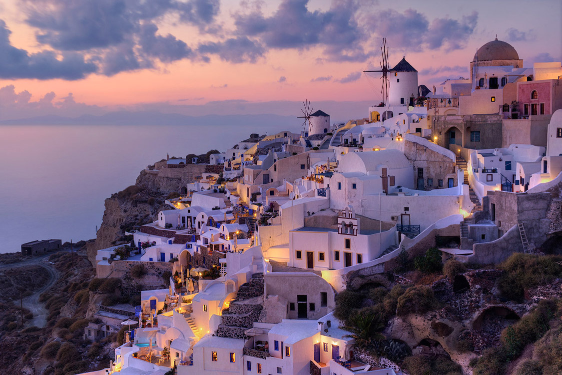 Mike-Reyfman__Traditional-View-of-Oia-at-Sunset